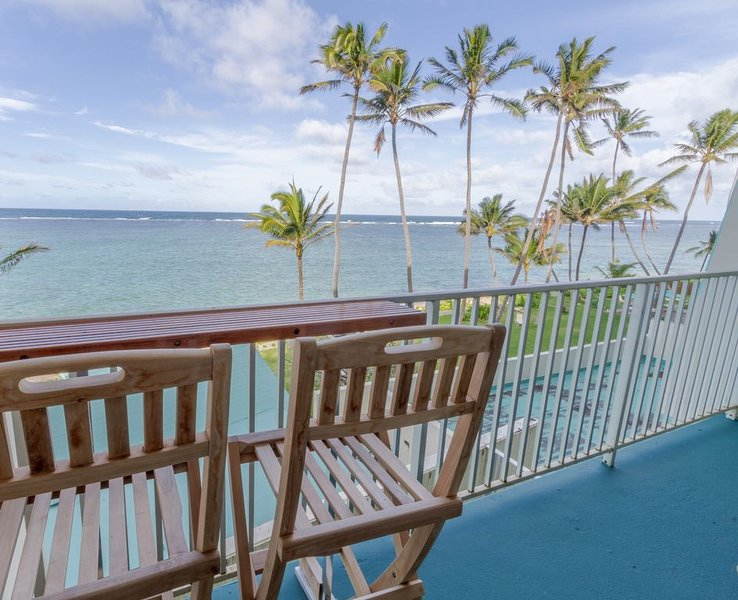 Beachfront Condo in Punaluu. Updated! Clean beaches to walk/swim! Escape Crowds!, vacation rental in Hauula