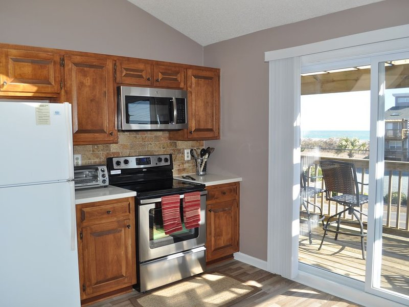 Serenity Now! 3br Townhome w/ Private Beach Access - NEWLY RENOVATED!!, location de vacances à North Topsail Beach