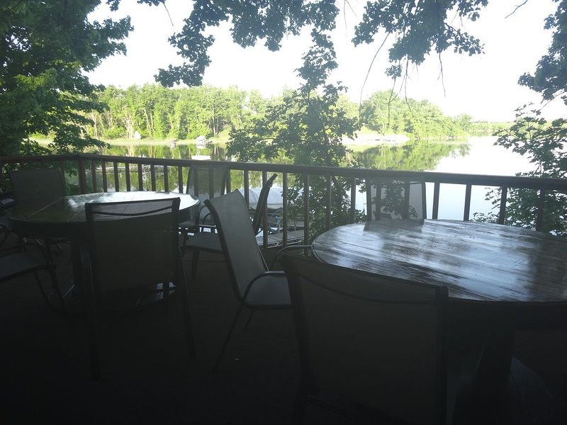Beautiful year round home on Maple Lake!, casa vacanza a Starbuck