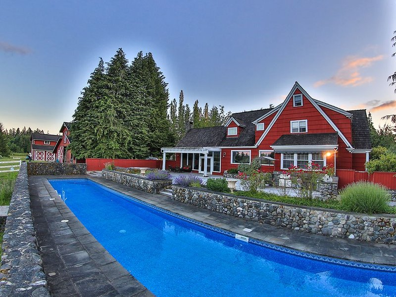 Animal Sanctuary, Horses, Pool, Spa, Weddings, Reunions *The Manor at South Bay!, vacation rental in Yelm