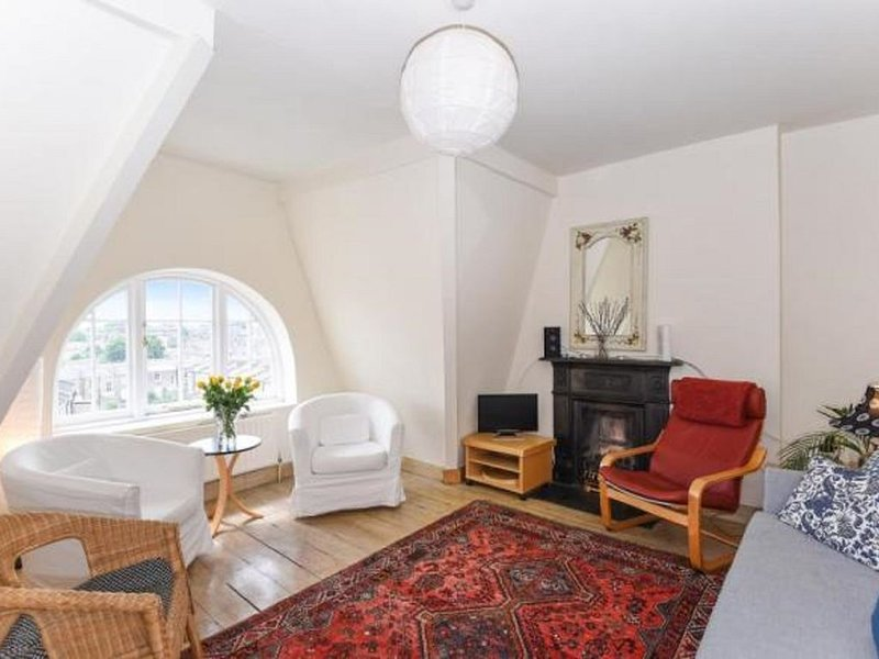 MARY POPPINS  PENTHOUSE FLAT - VIEWS ALL ACROSS LONDON!, holiday rental in Haringey