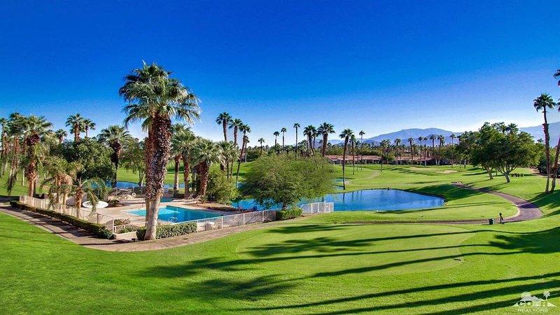 Gorgeous Palm Valley CC Villa on 16th. Tee, location de vacances à Palm Desert