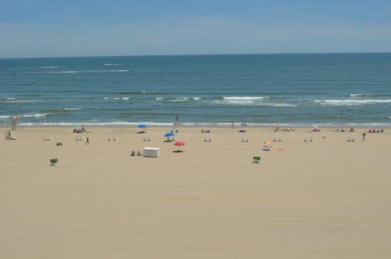 Vista a la playa desde balcón privado
