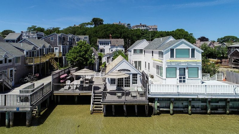 West End Waterfront Luxury Residence With Direct Beach Access, vacation rental in Provincetown