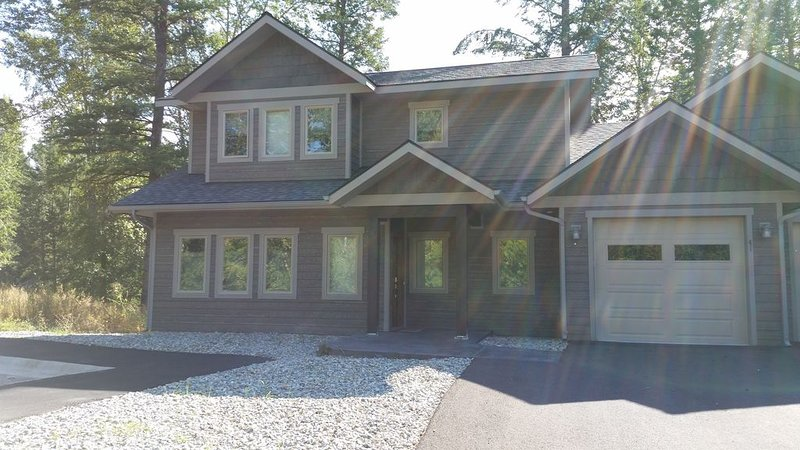 Spacious home close to GNP and Whitefish Mountain Resort, alquiler de vacaciones en Columbia Falls
