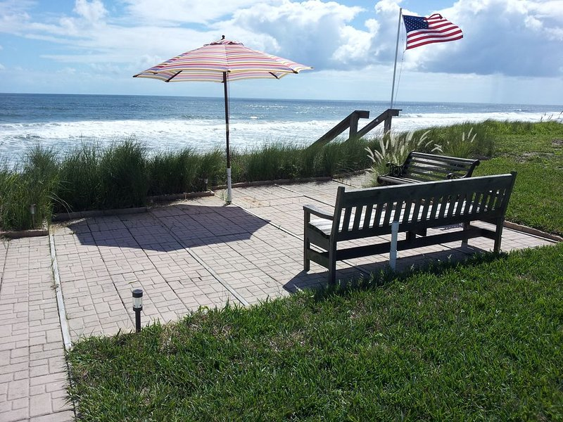 Ocean Front Home, Breathtaking Views, Your Own Private Beach, alquiler de vacaciones en Flagler Beach