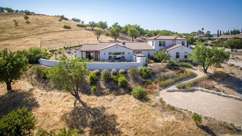 La Casa de Robles: A Luxurious Wine Country Retreat Only Moments From Town, casa vacanza a Paso Robles