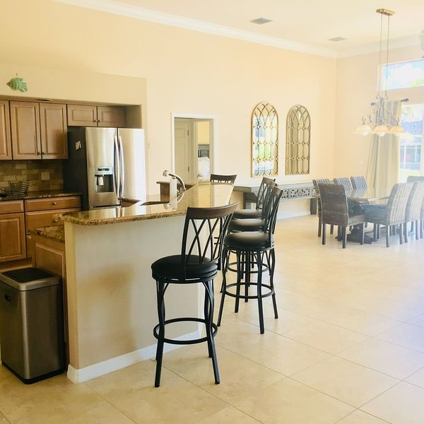 WALK TO BEACH - LUXURY 4 BR/2.5 Bath - Paradise on Primrose - BEST LOCATION, vacation rental in Marco Island