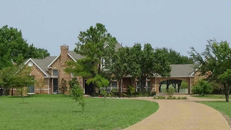 Large Home Set On 25 Acres In Rockwall County, holiday rental in Rockwall
