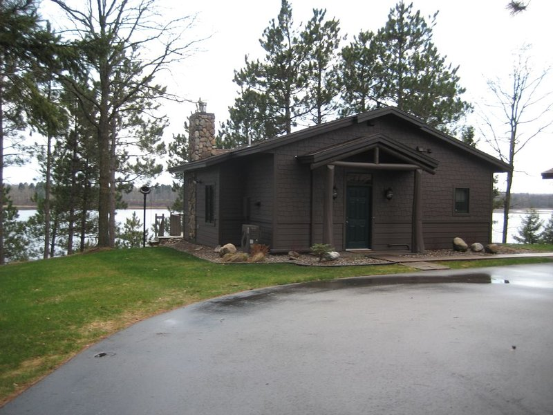 Architect Designed, Waterfront, One Bedroom Cabin Suite, aluguéis de temporada em Pequot Lakes