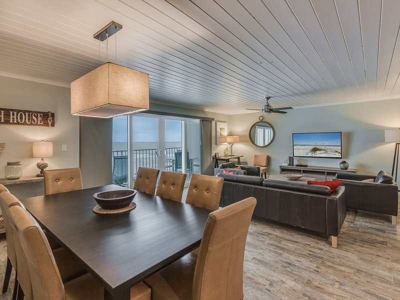 Direct Beach Front! Amazing New Remodel!!  Holiday Villas II #213, location de vacances à Indian Shores