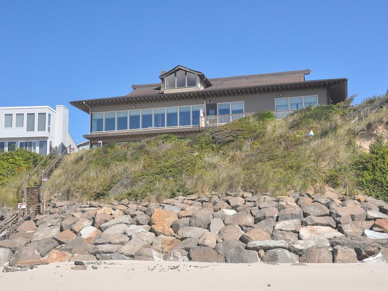 6300+ sq Oceanfront with Private beach access., holiday rental in Neotsu