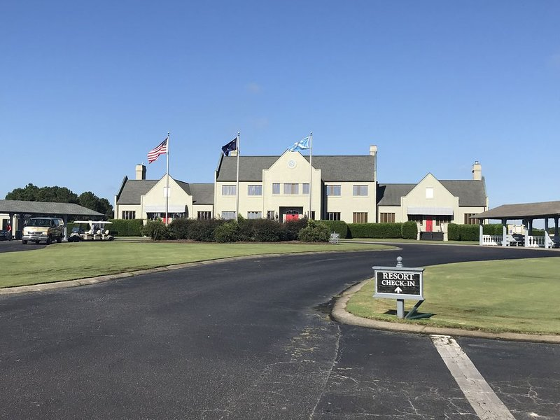 GORGEOUS 2 Bedroom Golf & Beach Retreat in Legends Golf Course, vacation rental in Conway