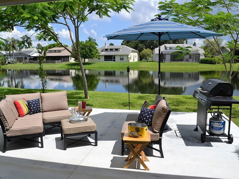 3 Bed / 2 Bath Lakefront Beach Vacation Home, Newly Remodeled, Sleeps 8, holiday rental in Bradenton