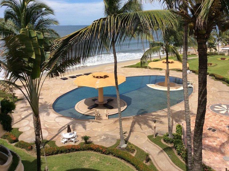 Quinta del Mar Oceanfront Condo- Penthouse with roof top patio, alquiler de vacaciones en Flamingos