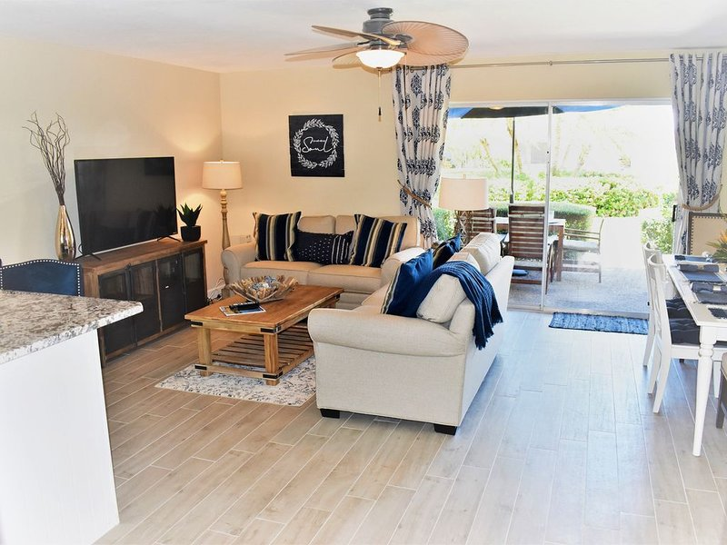 RECENTLY RENOVATED! Only steps to the beach and premium everything!, vacation rental in Sarasota