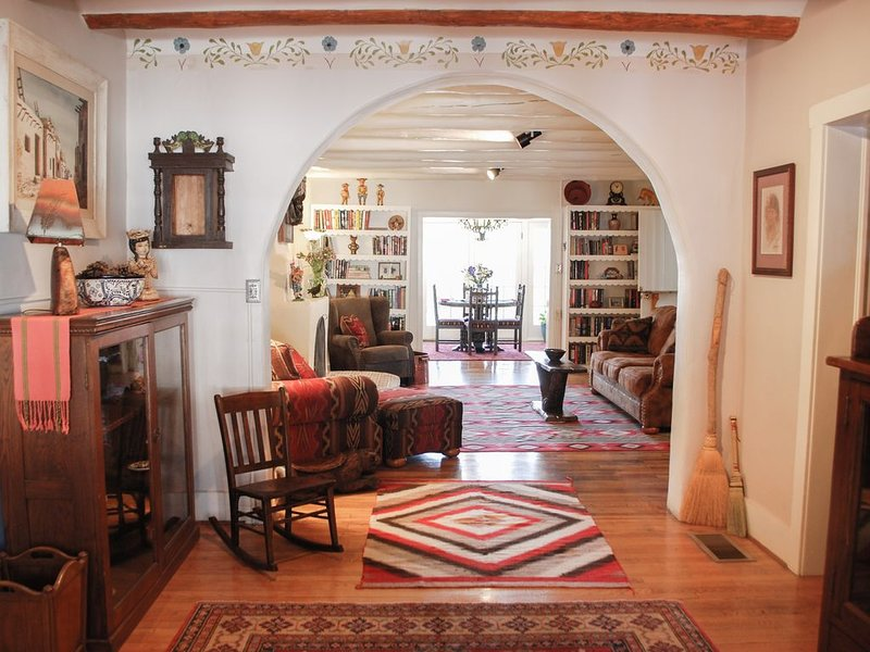 Historic La Posada de Taos 3 BR, Two-block stroll to downtown plaza, holiday rental in Taos