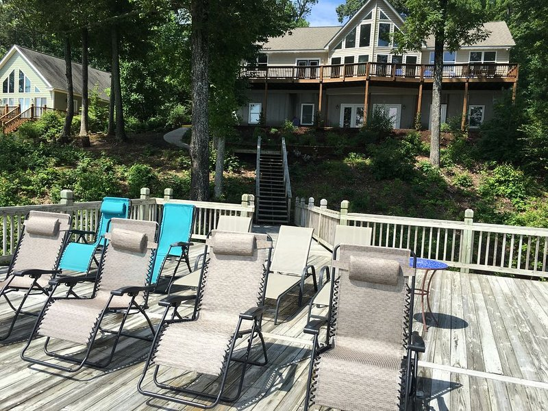 Blue Heron Lodge           On Beautiful Lake Gaston...Deep Water Dock, holiday rental in Vaughan