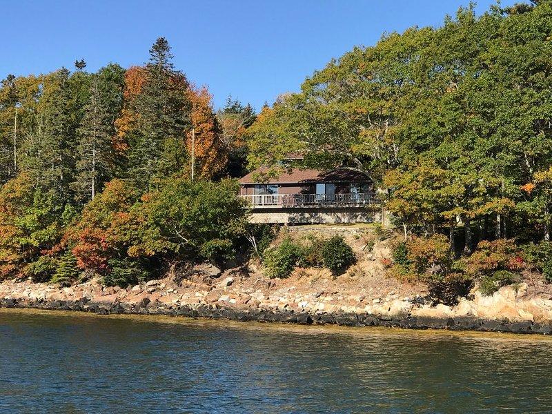 Starlight Deck House: Harborfront Home – semesterbostad i Cushing