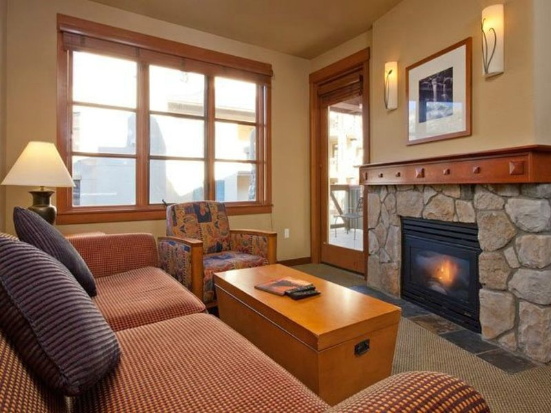 Squaw Village Ski-in Ski-Out One Bedroom Condo Mt. View Unit -2nd Floor, holiday rental in Squaw Valley