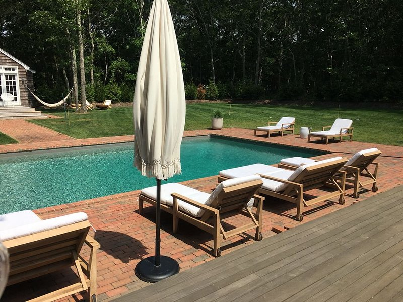 Renovated Bright and Airy Beach House with Huge Yard, Pool, & Guest Cottage, vacation rental in Sagaponack