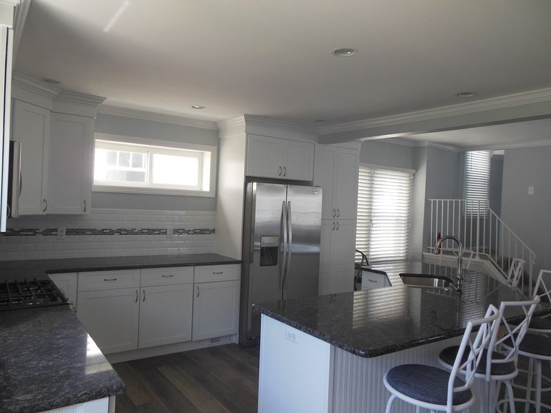 Prime Location!  Ocean views from every room. Walking distance to Asbury!, vacation rental in Bradley Beach
