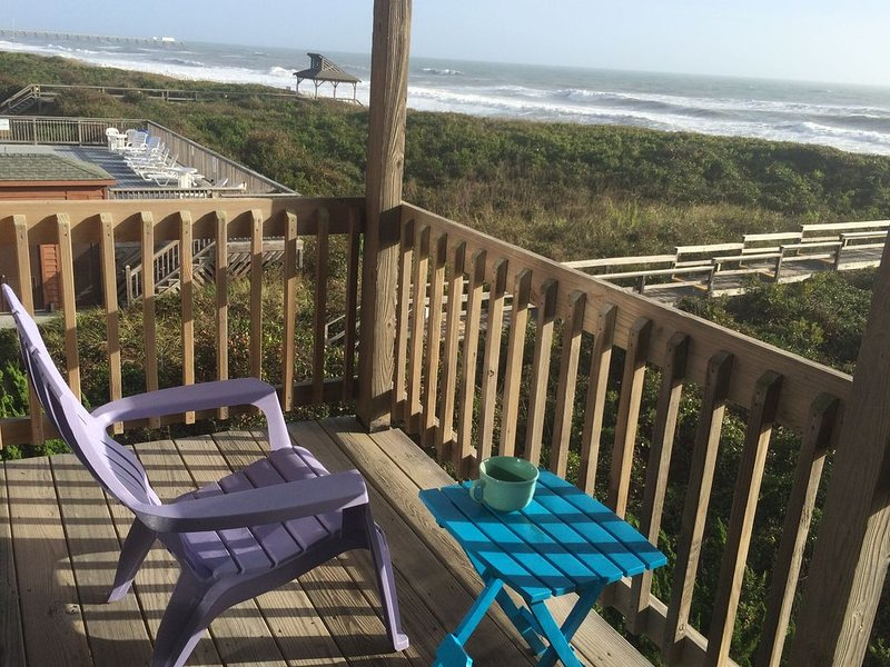 OCEANFRONT!  Newly renovated May 2020 2BD/2Bath in Duck, NC, vakantiewoning in Kitty Hawk
