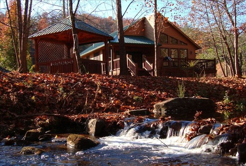 Cabin & Hot Tub on Rushing Trout Stream in the Great Smokey Mountains, holiday rental in Murphy