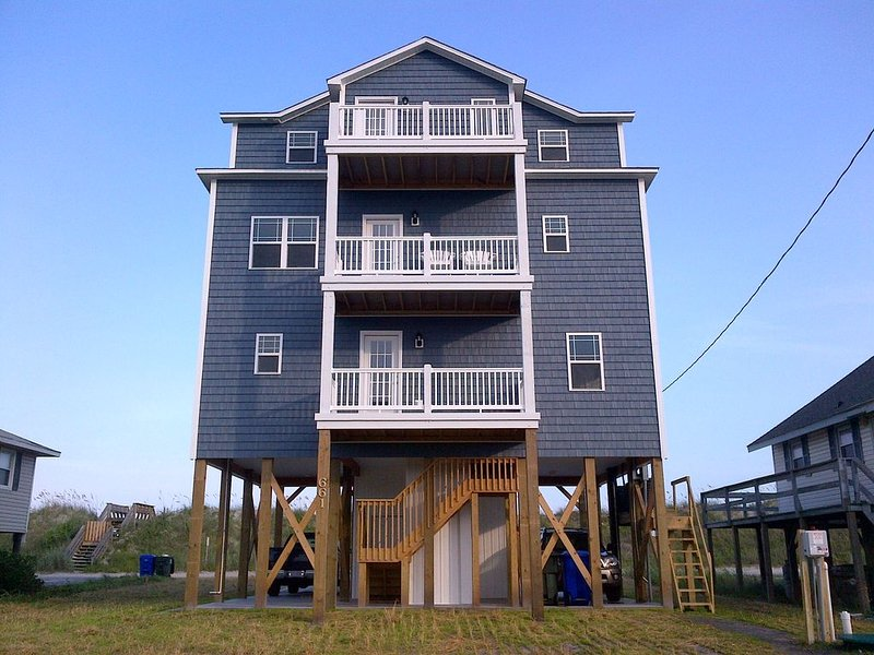 Wow! 5 Bedroom Beach Home with Elevator and Private Beach Access! Fabulous!, holiday rental in North Topsail Beach