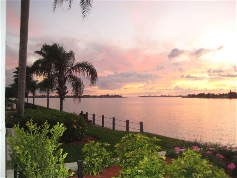 Club Bahia Waterfront - Country Club Usage, holiday rental in Tierra Verde