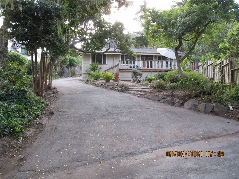 Cottage by the Sea....Lovely Views w/Lots of Peace & Quiet - Pet Friendly !!, holiday rental in Monterey County