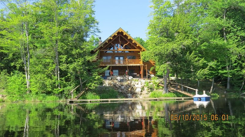 Relax With Your Family By A Quiet (Private) Lake, holiday rental in Hersey
