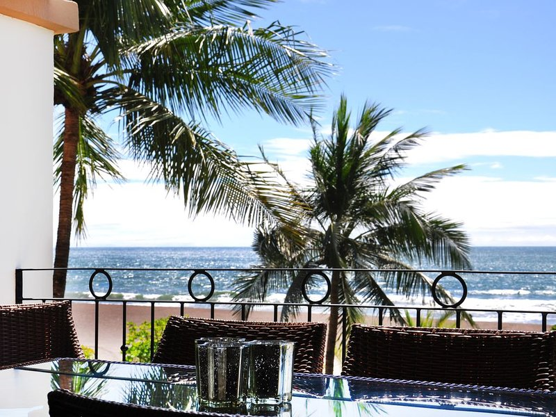 Upscale Beachfront 3 Bed/ 2 Bath With Large Covered Patio, holiday rental in Jaco