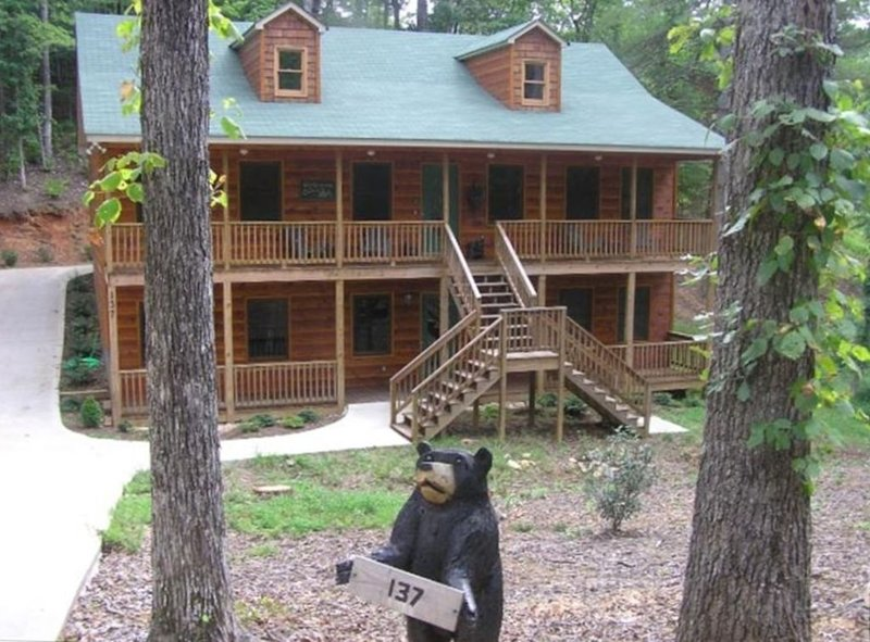 Bear Hugs Cabin