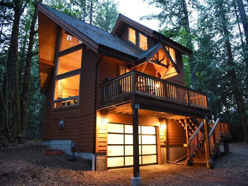 Romantic island retreat  surrounded by majestic trees, holiday rental in Lakebay