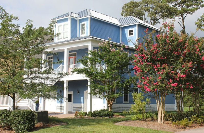 Stunning 4BR, 3.5 bath private home in the Peninsula overlooking the 3rd green, vacation rental in Millsboro