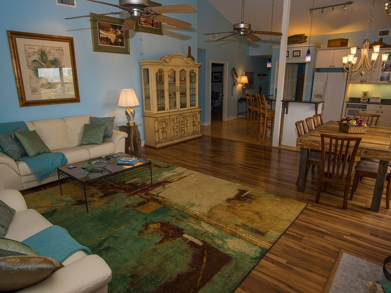 Enchanting Spacious Beach House With Hot Tub, Game Room, Tiki Bar & Fishing Dock, holiday rental in Gautier