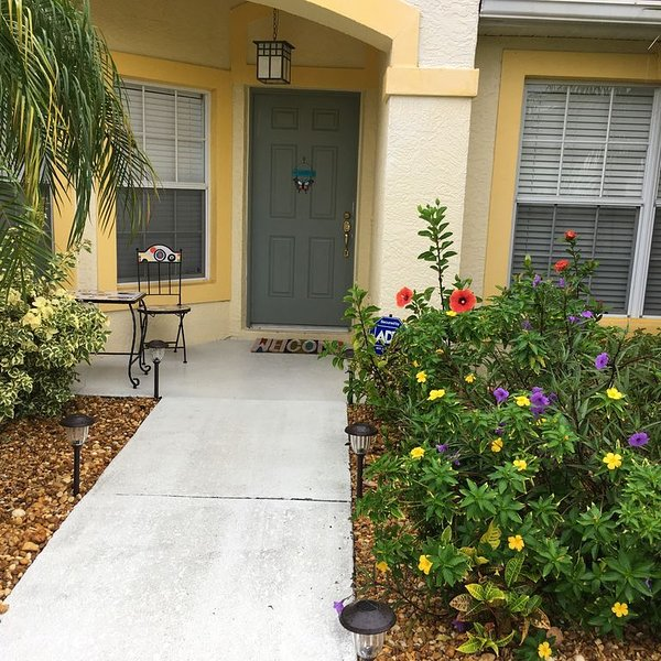 3 Bedroom Villa With Enclosed Pool Located Right on the 16th Golf Hole, vacation rental in Palmetto
