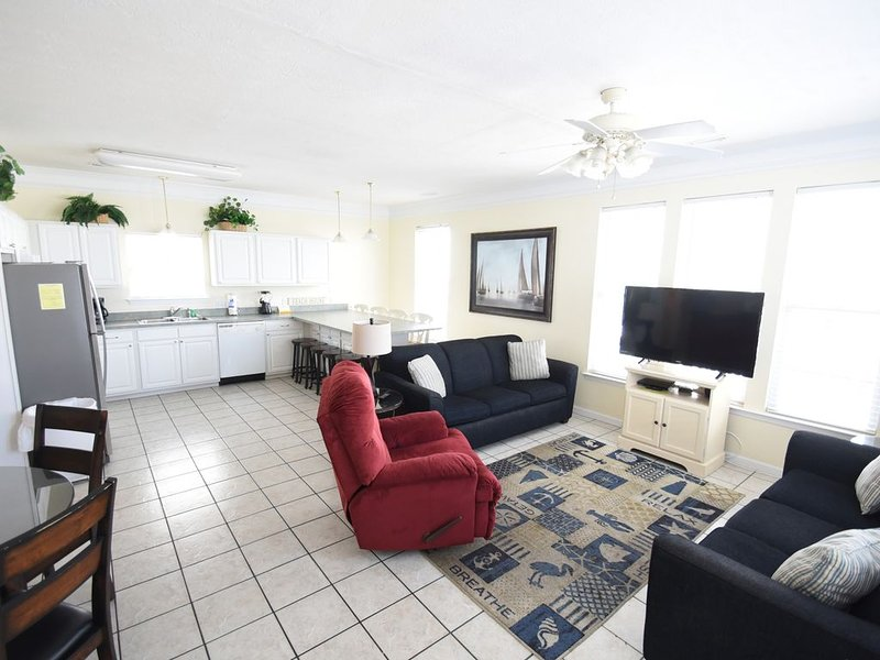 Oceanview 1171 7 Bedrooms/3 baths! 2nd House back, only steps to the beach!, holiday rental in Socastee
