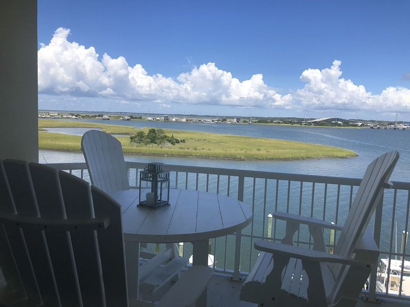 New to VRBO Luxury Condo With Panoramic Waterfront View, holiday rental in Beaufort