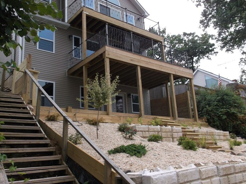 Beautiful! Newly built home with panoramic view and of Lake Chemung!, holiday rental in Milford