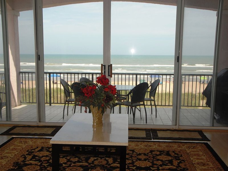 DEC SPECIAL 12/2-12/6.  BEACHFRONT, SPECTACULAR VIEW, SPA & PET FRIENDLY!, vacation rental in Port Isabel