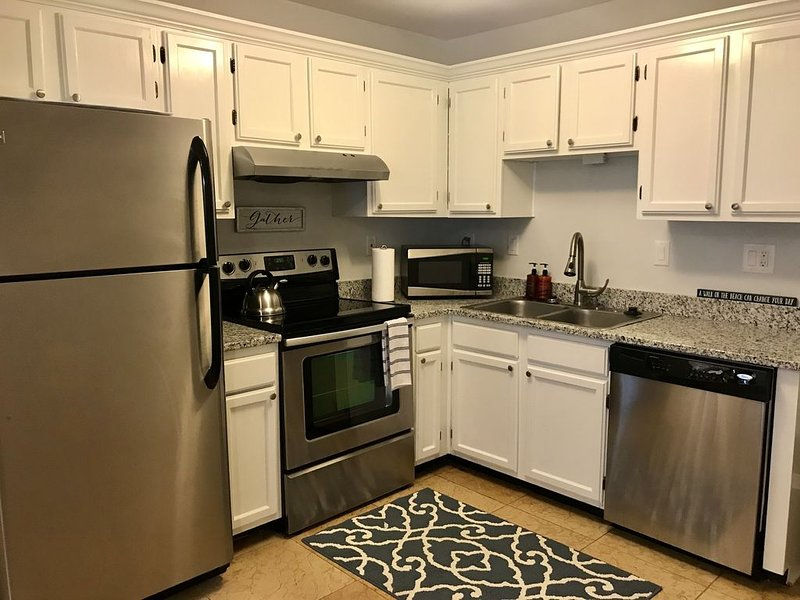 Secluded 2 Bedroom Beachfront and Indoor Pool!, holiday rental in Parris Island