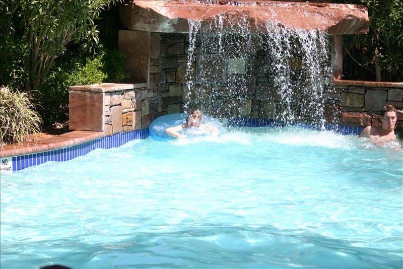 Spacious 3 Bedroom Luxury Condo Located in The beautiful Las Palmas Resort!, alquiler vacacional en Saint George