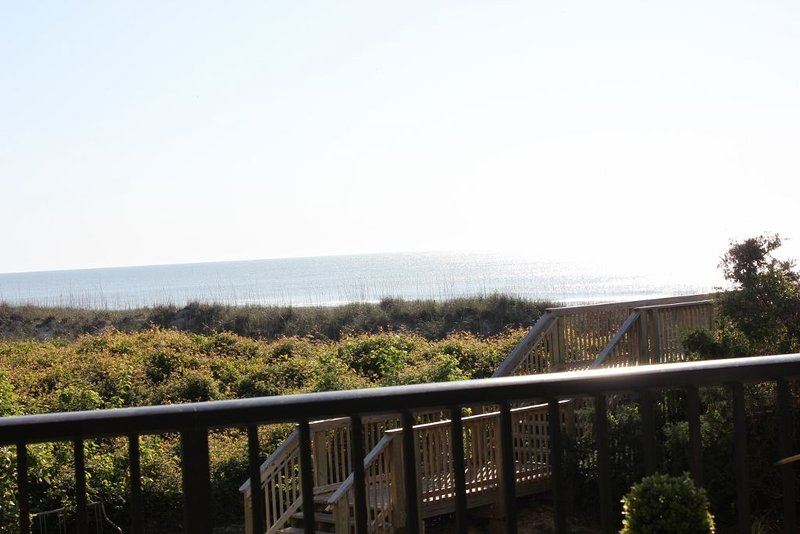 A Fantastic Place to Make Memories. Close/Easy beach access. Great view, aluguéis de temporada em Litchfield Beach