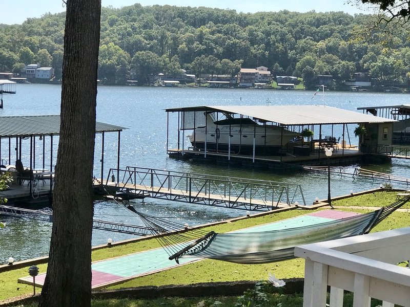 Vacation Paradise in Lovely Lake of the Ozarks, vacation rental in Camdenton