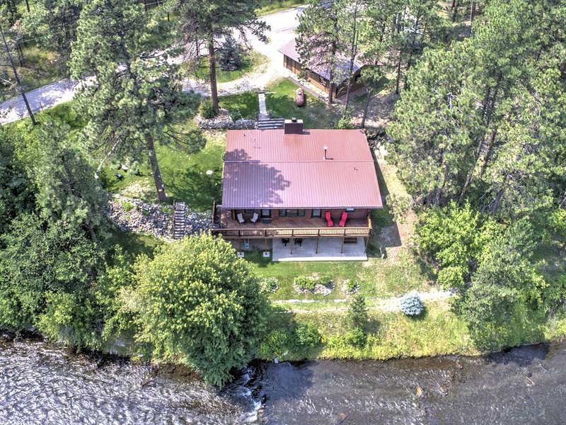 Idle Rest Log Cabin on the Creek, Centrally Located for Black Hills Adventures – semesterbostad i Black Hawk