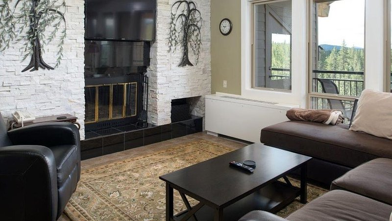 7th Mtn. Resort, Wonderful, Fully Remodeled, Top Floor Corner unit T#108, vacation rental in Bend