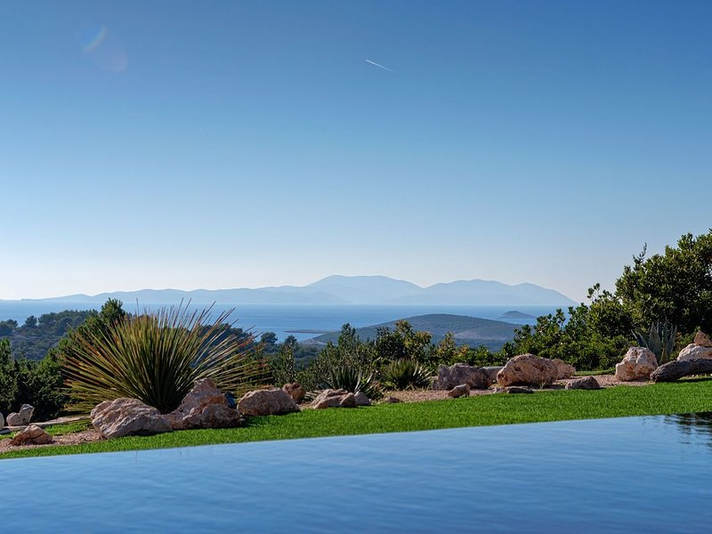Luxury Infinity Pool Villa Galapagos In Hvar Town, vacation rental in Hvar