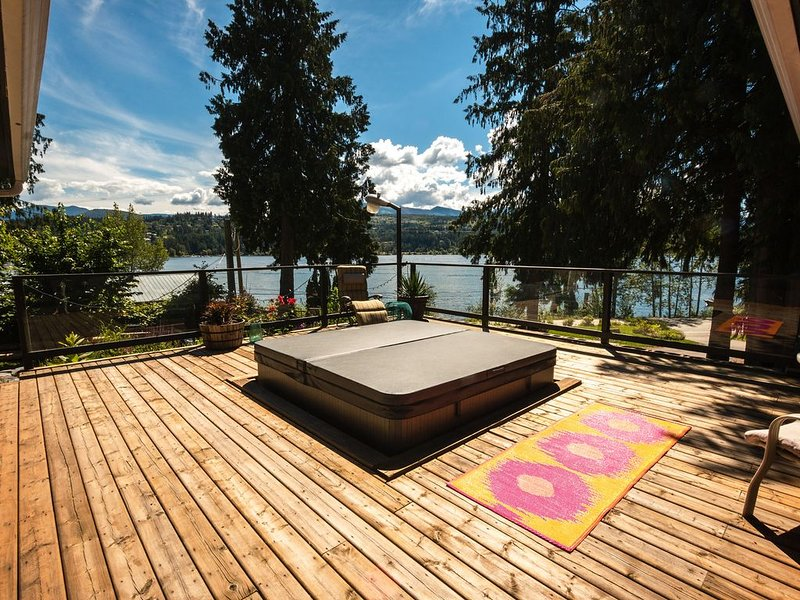 Book your next Getaway In the Bay!, alquiler de vacaciones en Salmon Arm